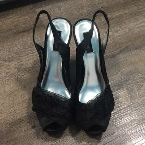 WHITE HOUSE BLACK MARKET HEELS